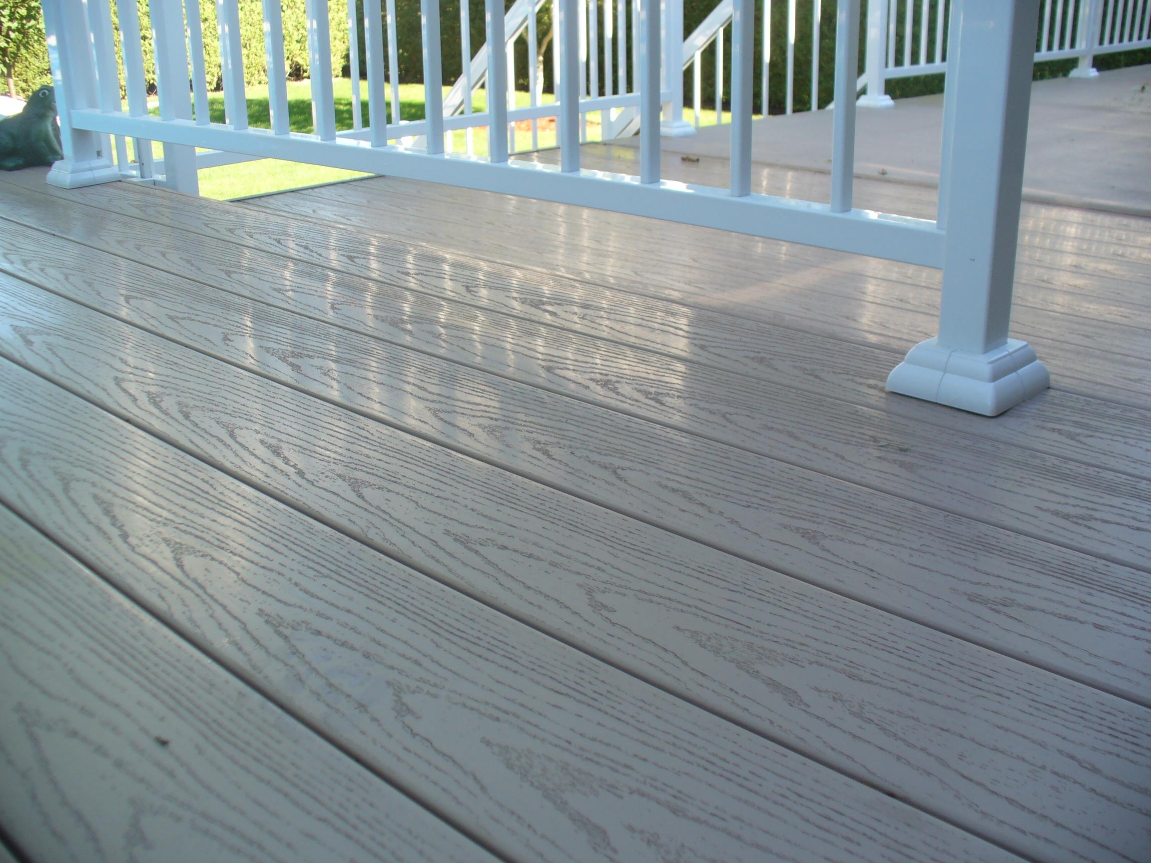 Planches de balcon et accessoires en PVC couleur Bois d'épave