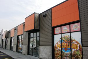 Panneaux oranges faits de feuilles de PVC et conçus en usine